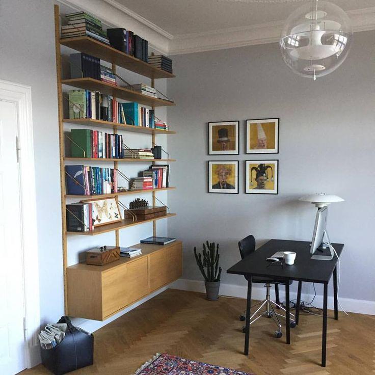 An elegant set up with our ROYAL SYSTEM by Poul Cadovius, 1948 - Seen in a private home in Aarhus, Denmark #dk3 #danishdesign #designfurniture #royalsystem #poulcadovius #storage #oakfurniturewww.dk3.dk