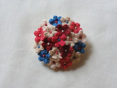Love this idea for a crochet brooch - loads of tiny crochet flowers in a cluster