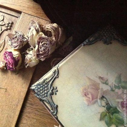 Купить или заказать 'Beatrice' Шкатулка. в интернет-магазине на Ярмарке Мастеров. Продано. В моих садах - цветы, в твоих - печаль. Приди ко мне, прекрасною печалью Заворожи, как дымчатой вуалью, Моих садов мучительную даль. Ты - лепесток иранских белых роз, Войди сюда, в сады моих томлений, Чтоб не было порывистых движений, Чтоб музыка была пластичных поз, Чтоб пронеслось с уступа на уступ Задумчивое имя Беатриче И чтоб не хор менад, а хор девичий Пел красоту твоих печальных губ.......