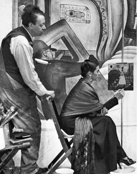 Diego Rivera + Frida Kahlo (in high heels!). Detroit, 1933.