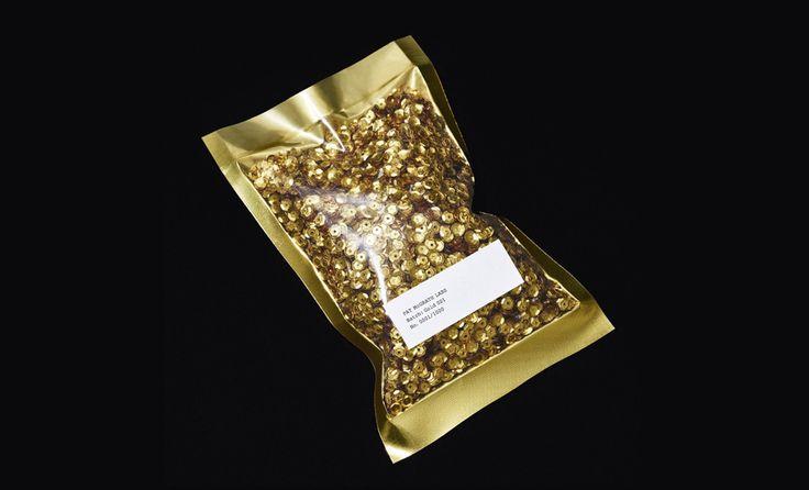 Пэт Макграт показала, какой будет Gold 001   Красота   Новости   VOGUE