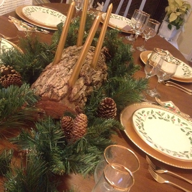 Rustic Winter holiday centerpiece | Entertain. Inspiration ...