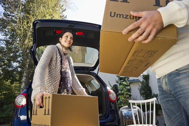 If you're moving far away to attend college, you'll need to pack wisely. Figuring out what you need and how to get it to your new residence is always a challenge. Check out these tips and suggestions for moving your things to your college home.
