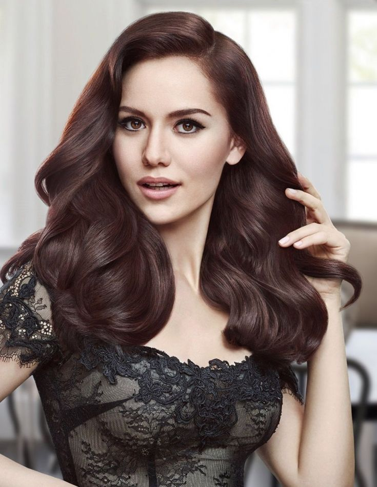Fahriye Evcen, Turkish Actress.