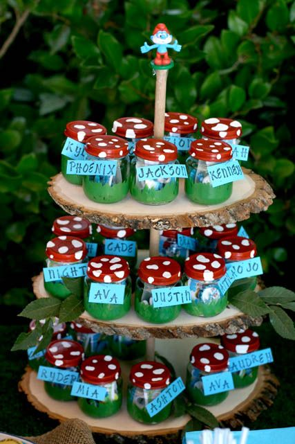 Smurf party favor idea: decorate a baby jar or jar (color top like mushroom top) and paint grass around the bottom part of jar.  Inside place smurf figurines and candy for little guests.