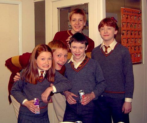 George and Fred (James and Oliver Phelps), Ginny (Bonnie Wright), Seamus Finnigan (Devon Murray), and Ron Weasley (Rupert Grint.) 2001 <3<3