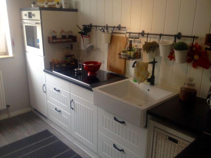 Hallo zusammen biete meine gut erhaltene Küche zum Verkauf an .Die Küche ist in einen guten gepflegten Zustand, inklusive E-Geräte.Backofen90 cm Ceranfeld ( Marke NEFF )Spülmaschine ( Marke Siemens )Aqua StoppEinbau Kühlschrank90 cm DunstabzugshaubeSowie Edelstahl SpüleDie Küche hat eine gesamt Länge von Ca 4,30 m und ein separater Schrank 1,20 m . und kann beliebig gestellt werdenKüche ist ab sofort zu VerfügungBesichtigung nach AbspracheMfg