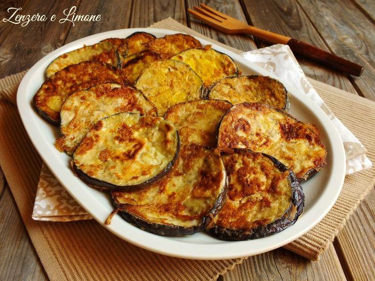 Impanate in farina e uova e poi rosolate in padella, queste melanzane sono un contorno estremamente appetitoso e facile da preparare.