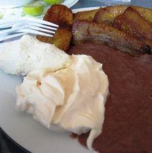 El Salvador Food: Pictures of El Salvador food, from sopa de pata to pupusas.