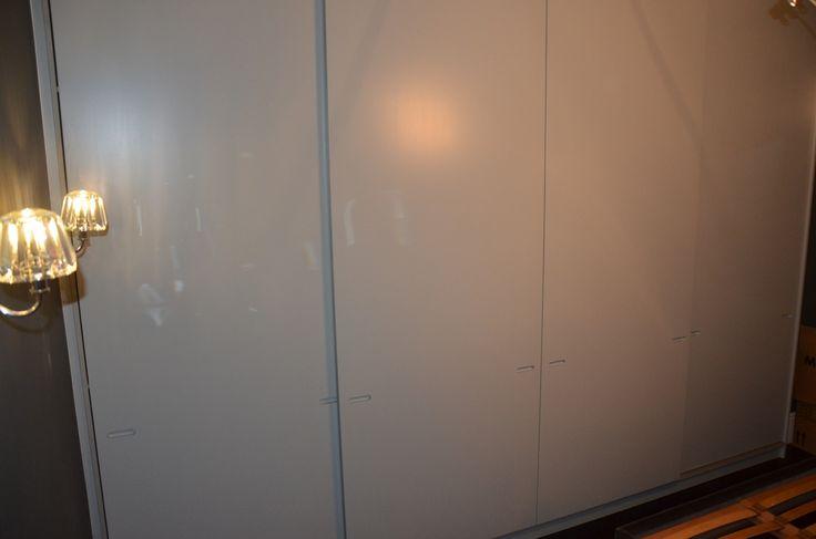 Spray painted matt sliding doors wardrobe