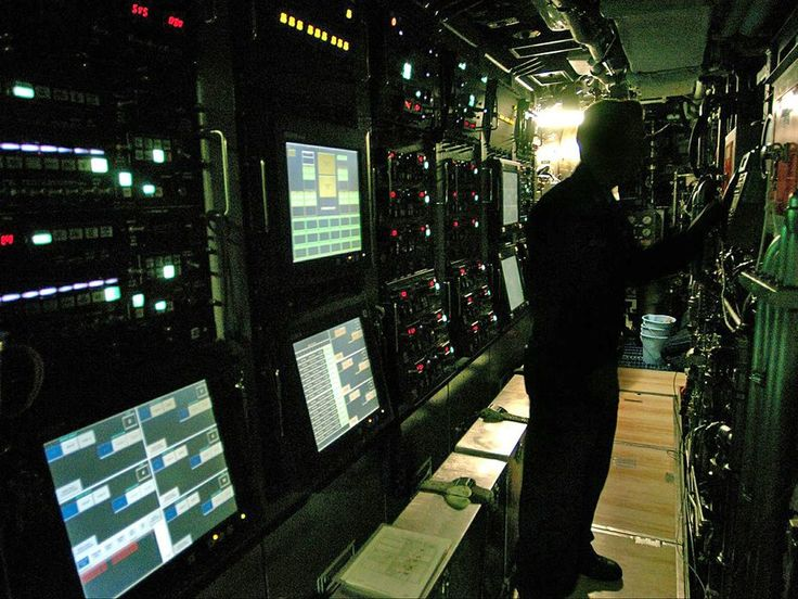 Virginia Class Submarine Sonar Room..wish I could see the 89(V) Sonar system on the destroyers!!