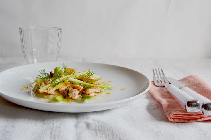 Insalata di salmone speziato, sedano e finocchi | bigodino.it