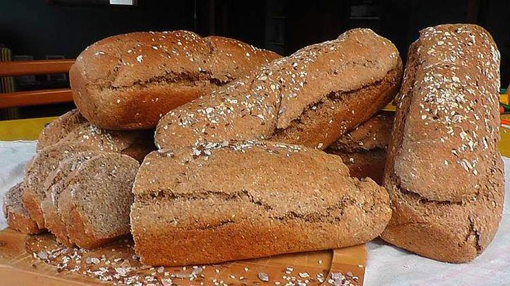 Dupa aceasta reteta de paine integrala facuta in casa iese o paine moale in interior, cu coaja usor crocanta, mai dietetica decat painea...