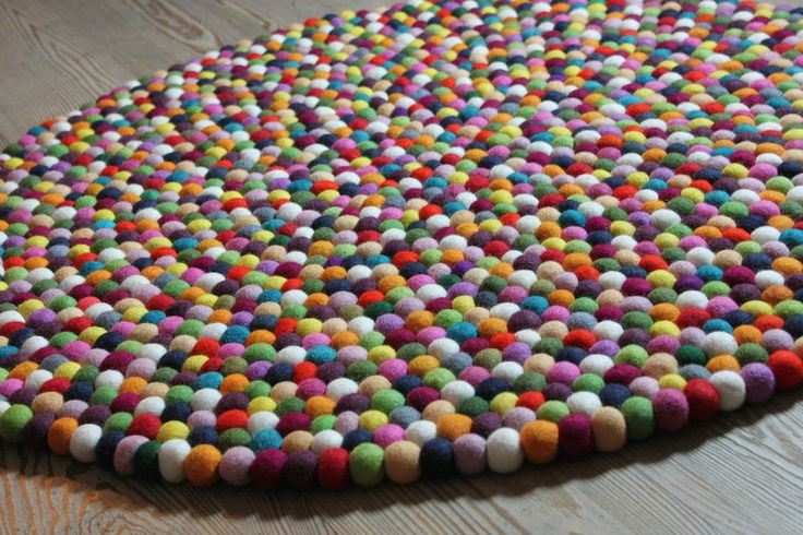Filzkugel Teppich 90cm Filzkugelteppich Handarbeit von ALPENALPAKAS auf DaWanda.com