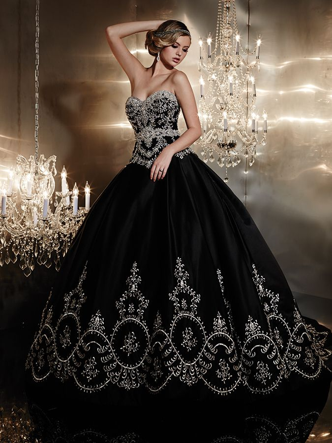 Strictly Weddings is proud to announce esteemed gown designer Christina Wu as the latest Luxe List newcomer, whose bridal dress collections perfectly marry quality, design, style, and, to the delight of brides everywhere, affordability.