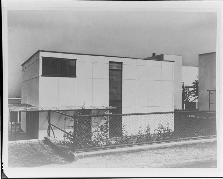 1927 walter gropius in weissenhof 17 1024 823 arch for Pool design dessau