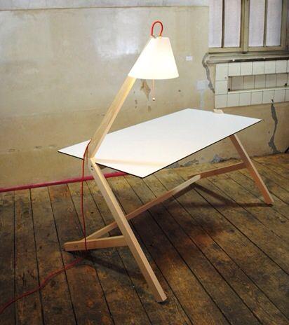 Florian Kallus, escritorio y lampara, mesa con luz incorporada de Florian Kallus
