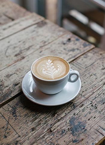 Seja otimista. Se parece haver uma nuvem negra sob sua vida, olhe pelo lado bom, pode ser sinal de que vai chover na sua horta. Linda quarta pra todos!!!  #bomdia #bomdialealtex #happyday #goodmorning #bonjour #coffee #breakfast #amocafe #quartalinda #quarta