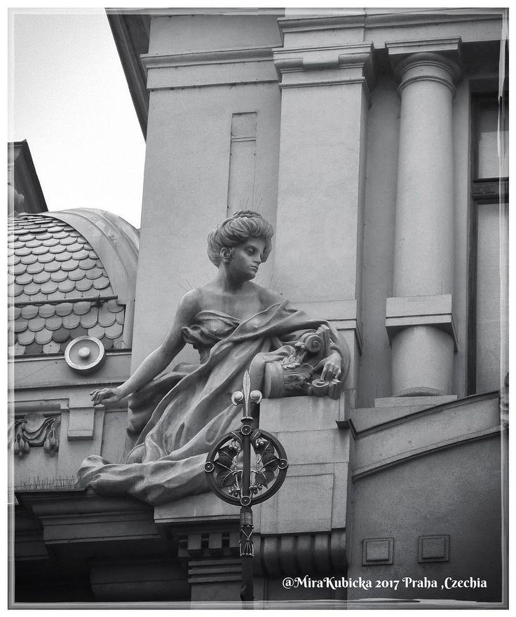 #praha #prag #praga #prague #czechia #cesko #visitCzechia #architektura #architecture #sculpture #statue #art #obecnidum #2017 #vylet #cestovani #turistika #retroturistika #travel #explore #myphoto #photo