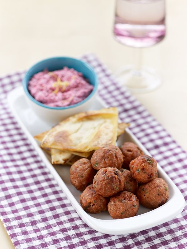 These meatballs are a real treat! Juicy and full of flavor, they are perfect with cold beer or cold white wine. #meatballs #beetrootyogurt #greekfood