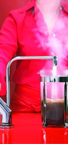 Make some coffee with Quooker  #Quooker #pinuwdroomkeuken #keukens #kitchen #keukeninspiratie #keukenstudiomaassluis #hotwater #boilingwater #water #100degrees