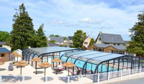 Aux Pommiers Beauvoir Offering an outdoor swimming pool, Aux Pommiers is located in Beauvoir, just 4 km from Mont Saint Michel Abbey. Provided with free Wi-Fi, this camping provides a mini golf course, a billiard table and a tennis table.