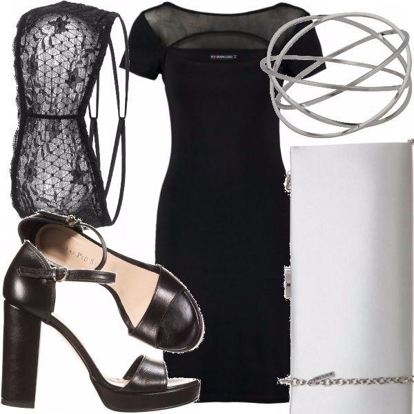 Outfit pensato per una serata elegante che fonde sensualità, data dalle trasparenze e dal taglio particolare del vestito sul petto, ed eleganza, conferita dalla pochette e dai classici tacchi a sandalo.