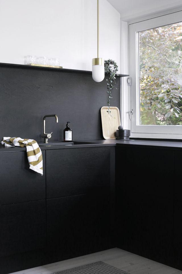 Brass details add an elegant yet cool look to your kitchen. // Messing details geben jeder Küche das gewisse Extra an Eleganz. #kitchen #futurekitchen #enjoysiemens