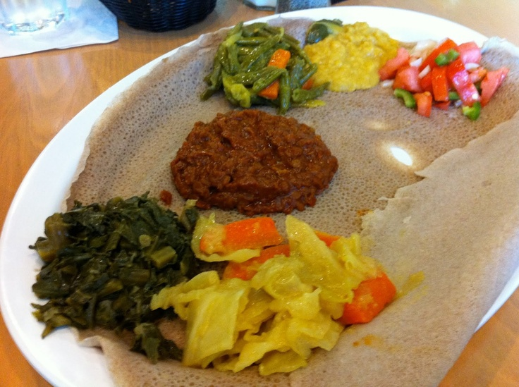 Injera with vegetable sauce