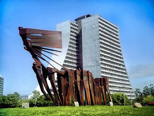 Monumento aos Açorianos / Porto Alegre / Brazil |PicadoTur - Consultoria em Viagens| picadotur@gmail.com |(13) 98153-4577|Siga-nos nas redes sociais |agencia de viagens|
