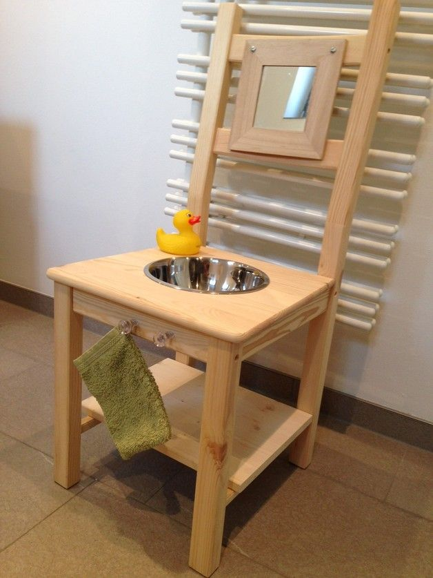 Endlich!!! Kein Gedränge mehr am Waschbecken, weil die Kleinen jetzt eine eigene Waschstation bekommen: ein süßer unbehandelter!! Kieferstuhl wurde zum Waschtisch umfunktioniert und bekam eine...