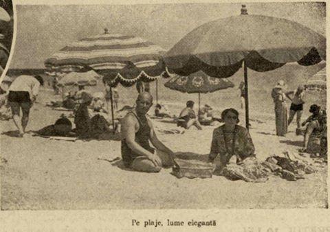 """Pe plajă la Eforie, lume elegantă, în 1931. Fotografie din """"Ilustrațiunea română"""", 1931."""