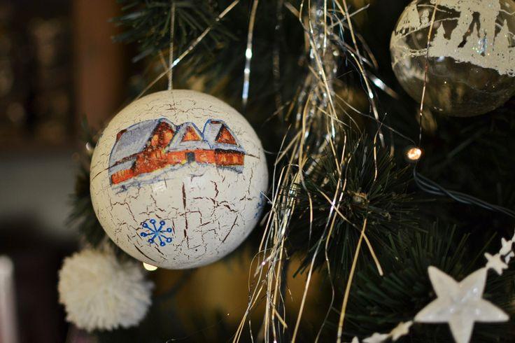 Painted Christmas ball. Maľovaná vianočná guľka. #christmasball #christmasdecoration #handmade #christmastree