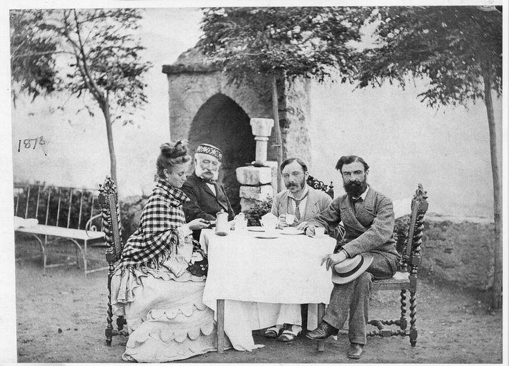 """Le capitaine Sinclair de thoren (orthographe """"à l'anglaise"""") à gauche. Une famille de culture militaire jusqu'aux générations les plus récen..."""