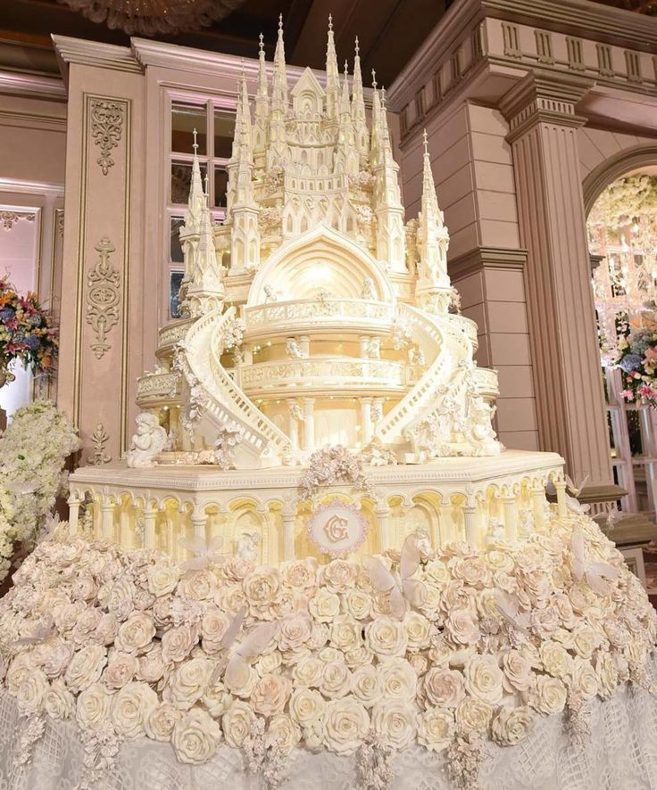 My favorite eight, really big wedding cakes: Topping my list is Dingdong Dantes and Marian Rivera's 12 foot, 265 pound wedding cake with Swarovski crystals and 3D-mapping for projected comput…