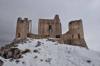 Ruderi del Castello di Calascio risalente al primo medioevo. www.incantea.it