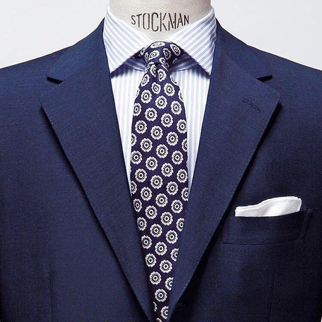 コーディネイト評価シリーズ。 濃紺のモヘアウール系のスーツにシンプルな紺系ネクタイとホワイトチーフの組み合わせはどのようなシーンにも対応できるスタイル。 http://www.do-company.co.jp オーダースーツ専門店DoCompany  #今日のコーデ #今日のコーディネート #スーツ #スーツ姿 #スーツ萌え #スーツ男子 #スーツコーデ #オーダースーツ #メンズスーツ #ビジネススーツ #スーツ屋さん #メンズ #メンズスーツ #メンズコーデ #メンズアパレル #メンズスタイル #メンズ服 #イケメン #ドゥ・カンパニー