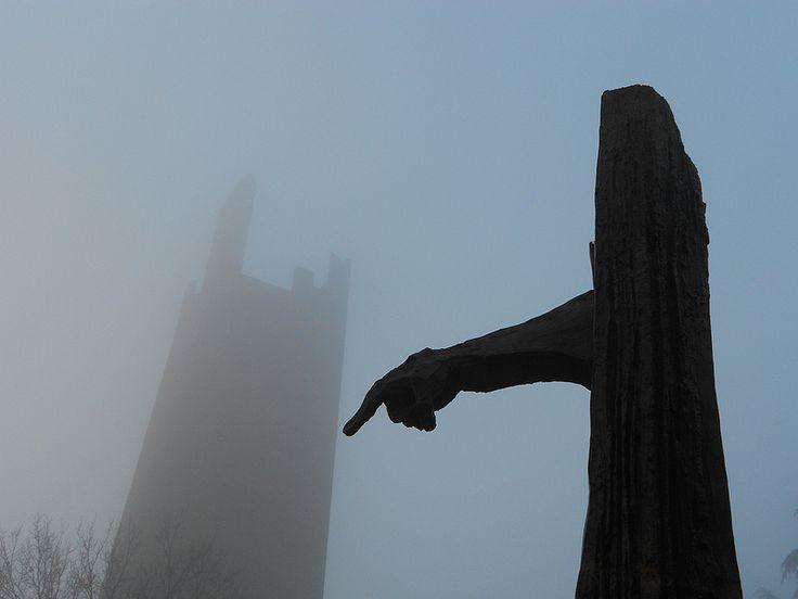 Monumento Matteotti, torre e nebbia a Rovigo