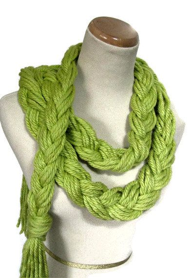 braided scarf. cute and easy!!