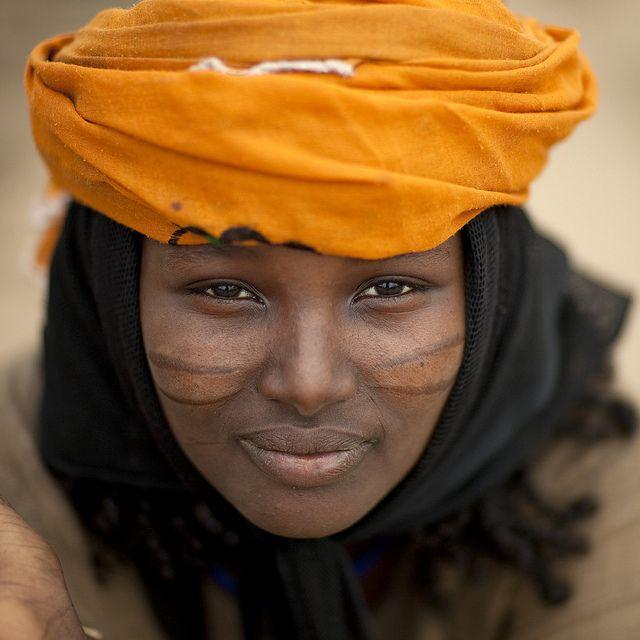 Binki Mama, Oromo Karrayyu girl, Oromia The Karrayyu are a pastoralist people living in the Awash Valley, around the volcano of Mount Fentale and the Metehara Plain.