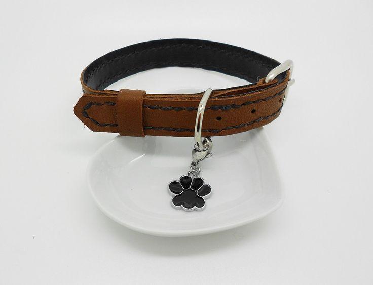 collier réglable luxe cousu main pour chien en cuir marron et noir breloque patte de la boutique bout2bijoux sur Etsy