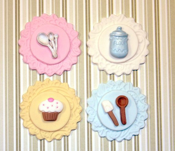 Fondant cupcake toppers Vintage Cupcake by HarrietsHouseofCakes, $18.95