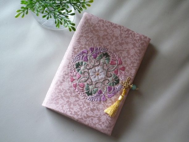 日本刺繍の和風なシステム手帳カバー(八藤丸紋-2)