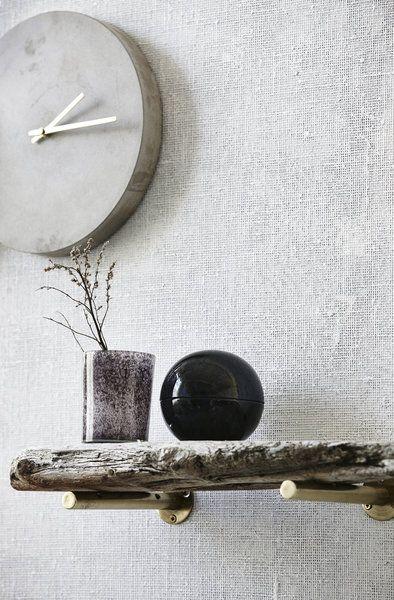 Einrichten im Herbst & Winter: Neuheiten und Trends 2016 | SoLebIch.de #interior #einrichtung #dekoration #decoration #ideen #herbst #winter #wandgestaltung #uhr #regal #narturholz Foto: House Doctor
