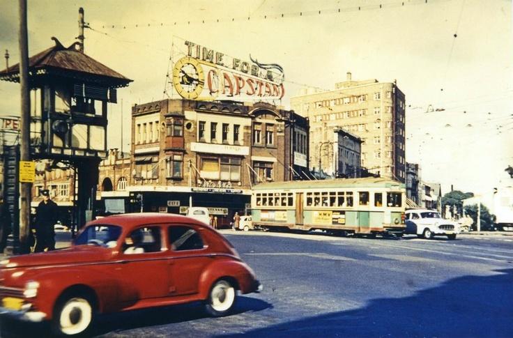 1959: a bustling Oxford Street, at Taylor Square, Darlinghurst. http://www.cityofsydney.nsw.gov.au/history