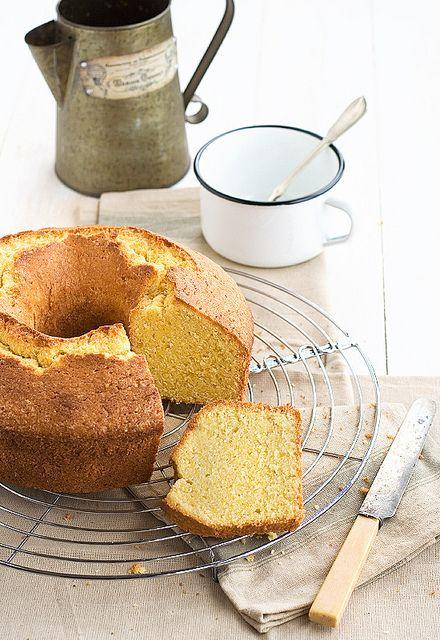 Bica de maíz. Típico dulce gallego similar a un bizcocho y realizada con harina de maíz amarilla