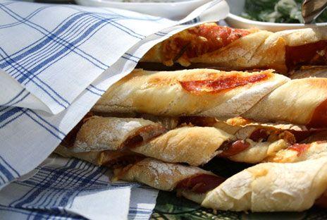 Grissini är perfekt tilltugg på festen. Här är Ernsts recept med skinka och rosmarin.