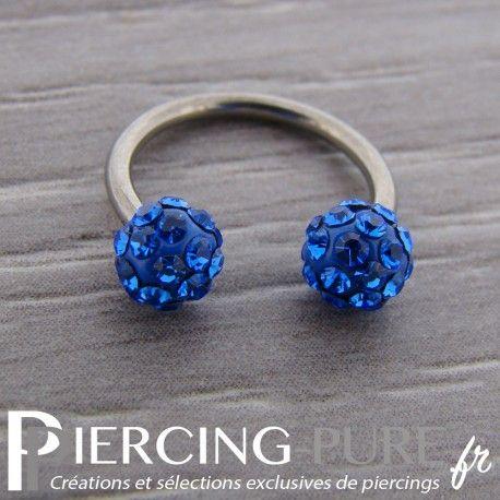 Fer à Cheval Titane Multi-Cristaux bleus https://piercing-pure.fr/p/722-fer-a-cheval-titane-multi-cristaux-bleus.html #anneau #piercing #strass #pierre #titane