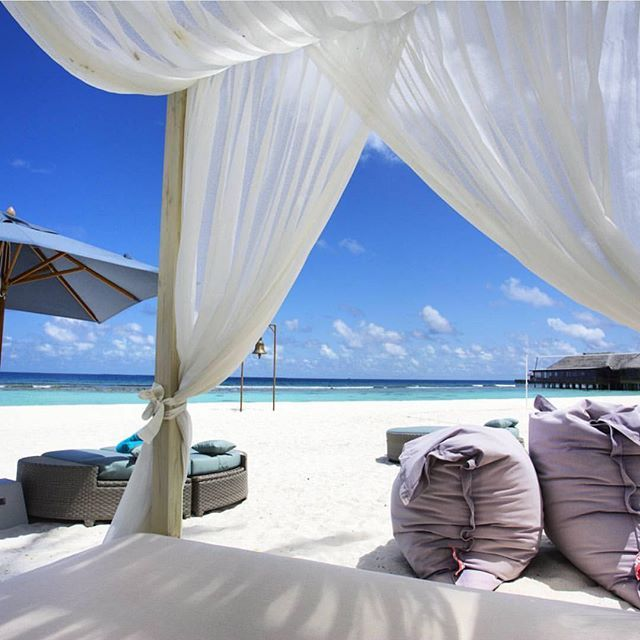 Maldives  Credits ✨@ghaliasphotos✨ . #beachesnresorts for a feature