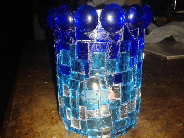 Fanal con restos de vidrios de colores... nada se pierde en mi taller...
